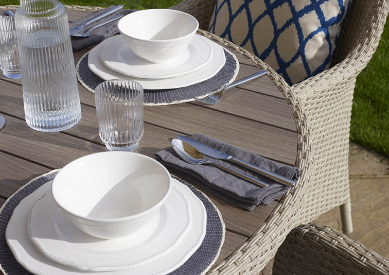 Tetbury Nutmeg 110cm Round Table with Tree-Free Top & 4 Armchairs with Eco Cushions Parasol & Base
